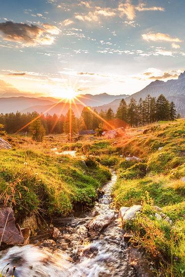 """'Berglandschap """"Zonsondergang in de bergen"""" ' van Coen Weesjes – 20×30 Poster"""